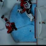 Duncan Keith kratz auch mal den Puck von der Linie - Screenshot Copyright Sport1 US HD